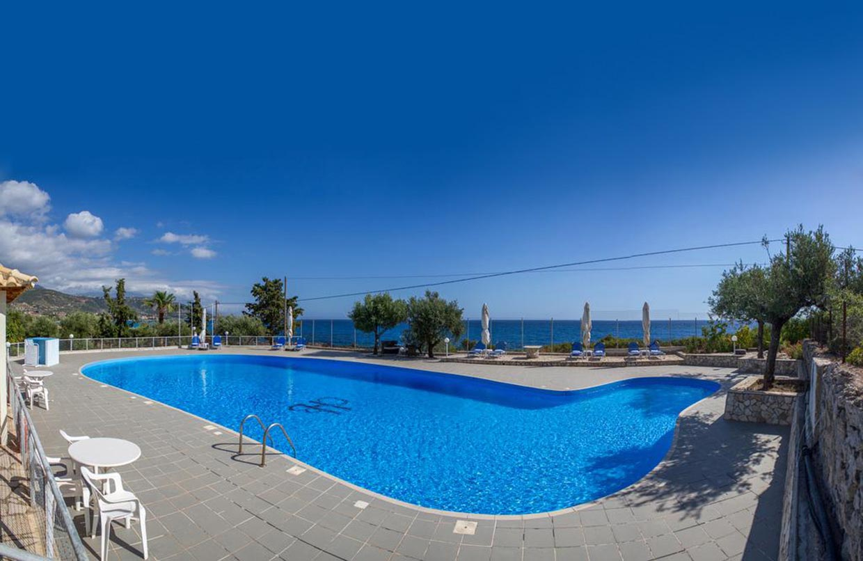 Kardamili Beach Hotel swimming pool