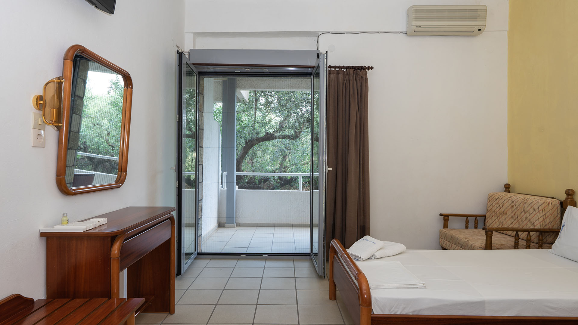 Kardamili Beach Hotel Twin Room